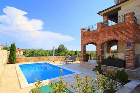 Charming villa near Poreč, Croatia - Dům
