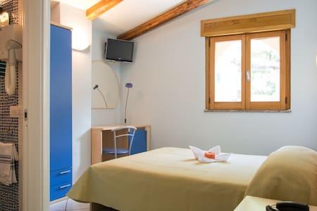 Minihotel IRIS - Maiori - Bed & Breakfast