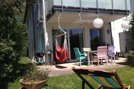 Oriental lounge in quiet neighborhood - Condomínio