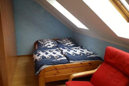 Our blue room - sleeps 1 or 2 - Pis