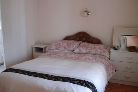 Private Double Room, with breakfast - Hus