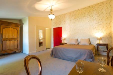 Le Domaine de Grammont-AUGUSTINE - Puilboreau - Bed & Breakfast