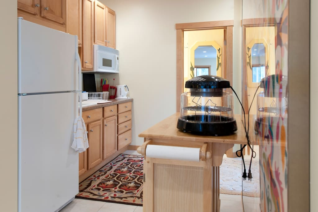 KITCHEN WITH SINK/FRIDGE/ MICROWAVE/NUWAVE OVEN/TOASTER/ DISHES/DRY RACK/2 HOT PLATES