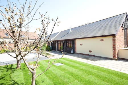 Beautiful converted Dairy Cottage - Thorley - Casa