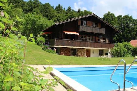 Chasseral, grand chalet avec piscine - Les Prés-d'Orvin - House
