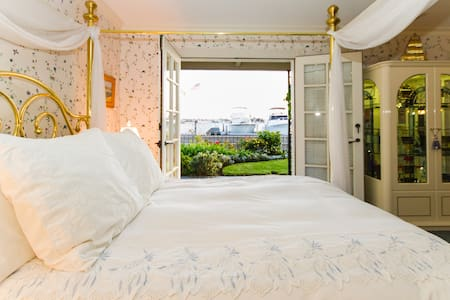 Bayfront Suite -Views! Suite#1 - Ház