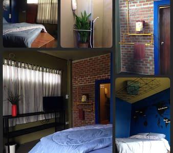 bar & bed 5rooms near Bangkok ^^ - Bed & Breakfast
