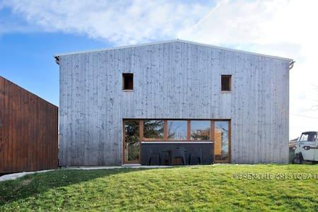 Grande Chambre avec salle d'eau/wc privative - Brindas - Huis