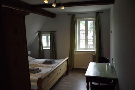 hübsche  Zimmer mit D/WC - Bed & Breakfast