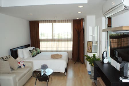 STUDIO+Balcony+WiFi+Kitchen#322 - Condominium