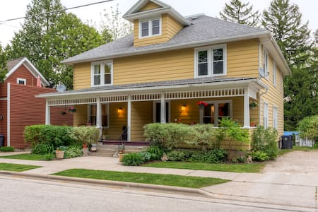 Inviting 3BR Elkhart Lake Townhome - Stadswoning