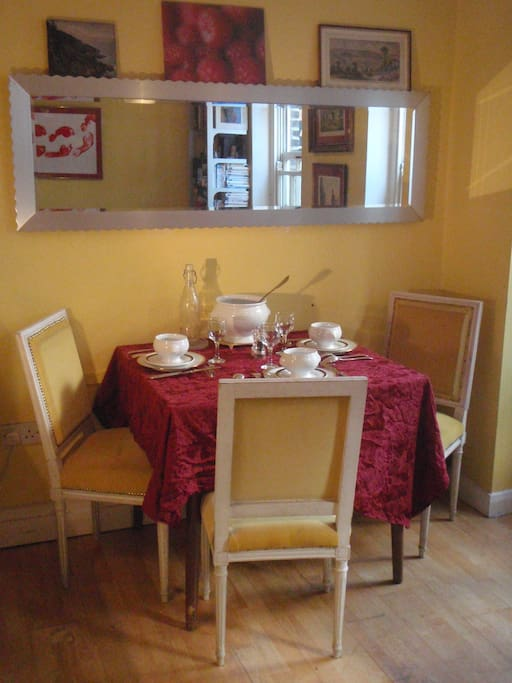 Table (Extension up to 8 persons)