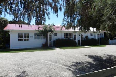Rose Cottage Motel, Golden Bay - Leilighet