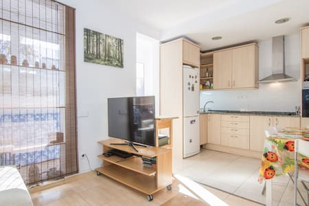 Spacious room with a very comfy double bed in an appartment with a huge terrace, fully equipped kitchen, living room with a flatscreen tv and a bathroom with bathtub and a toilet.  The appartment is located really close to metro L1