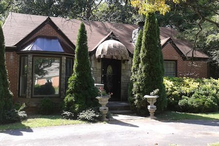 Comfort, Privacy, Convenience in East Lake Cottage - Decatur