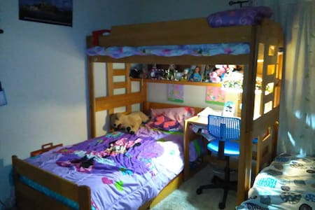 Private room in a 2 bedroom condo!! - 公寓