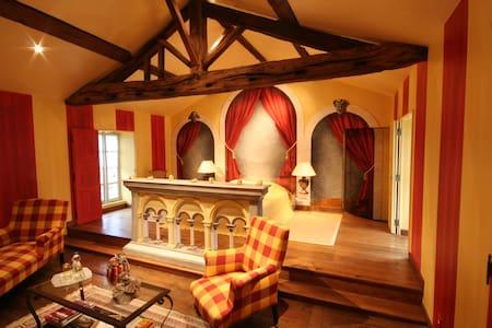 Chambre Rabelais 2ème étage vue jardin - Fontenay-le-Comte