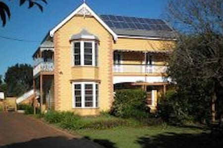 Historic home in heart of town - Maryborough - Bed & Breakfast
