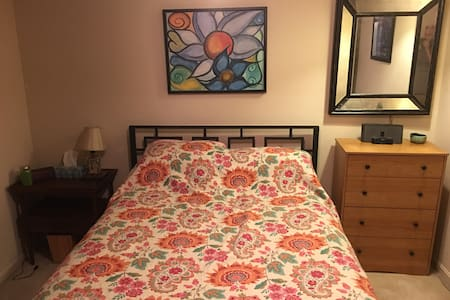 Convenient Private Room & Full Bath - Louisville - Casa