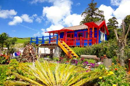 Casa Banana colorful cabin Azores - Zomerhuis/Cottage