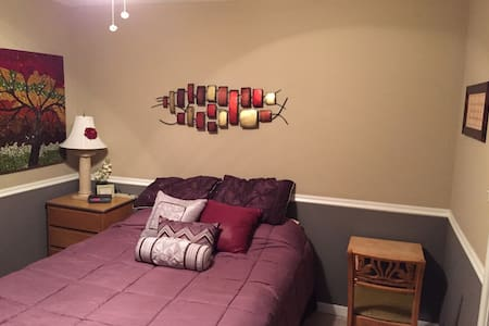 Share my condo and be comfy! - Westmont - Condominium
