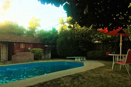 Entire Back House with Swimming Pool - Haus