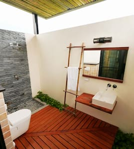 King Kong Loves Barbie BnB (one double room) - Changbin Township