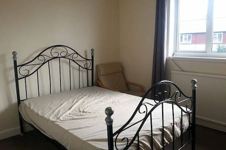 Double Room in a Residential Neighbourhood - Gravesend