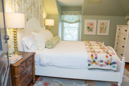 Frederick Inn Bed and Breakfast - Bed & Breakfast