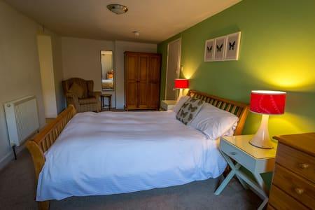 Rm 3 - Halfway House Pub & Kitchen - Bed & Breakfast