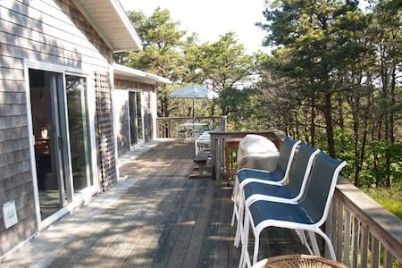 Spacious & Private Sun-filled Home - 단독주택