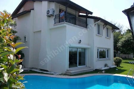 Private Pool Triplex Villa Istanbul Zekeriyakoy - Zekeriyaköy Köyü - Villa