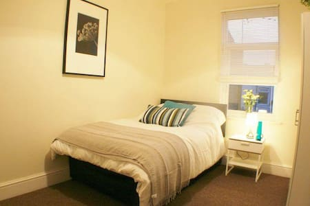 En suite room, Central Bp's Stortfd - Hertfordshire - Huis