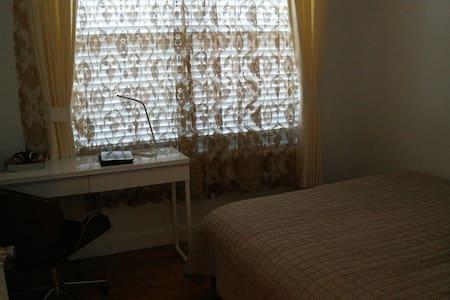 现代 舒适的房间 - Ház
