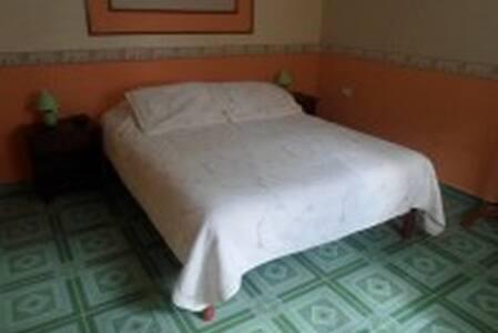 Habitacion a Solo Minutos de Cayo Coco, Moron 1 - Morón - Szoba reggelivel