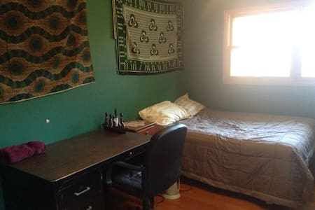 Simple comfortable room, low price - Madison - Casa