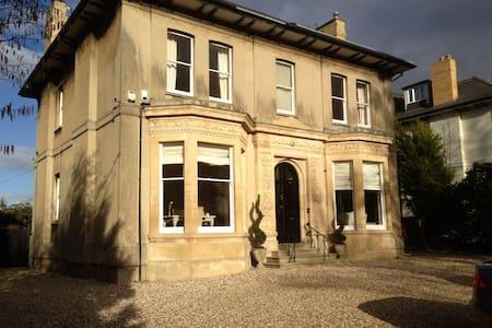 Longworth Villa in Cheltenham - チェルトナム - 別荘