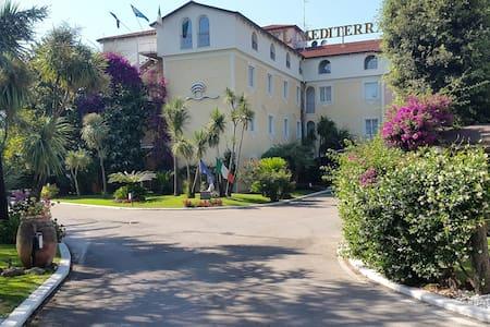 Camera matrimoniale Confort - Giugliano in Campania