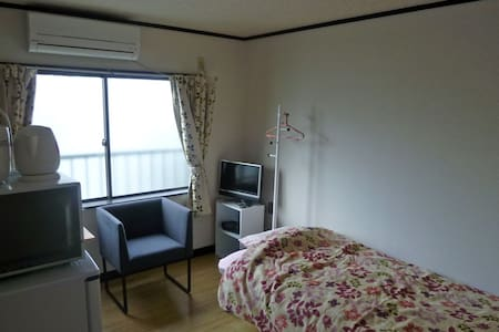 This is the apartment that you can go to kiyomizu area in 15 min and use the free bikes. Facilities do not have to use a shared with others.  If the date you desire is reserved, please check the studio 4. It is still less books since open on Oct 22