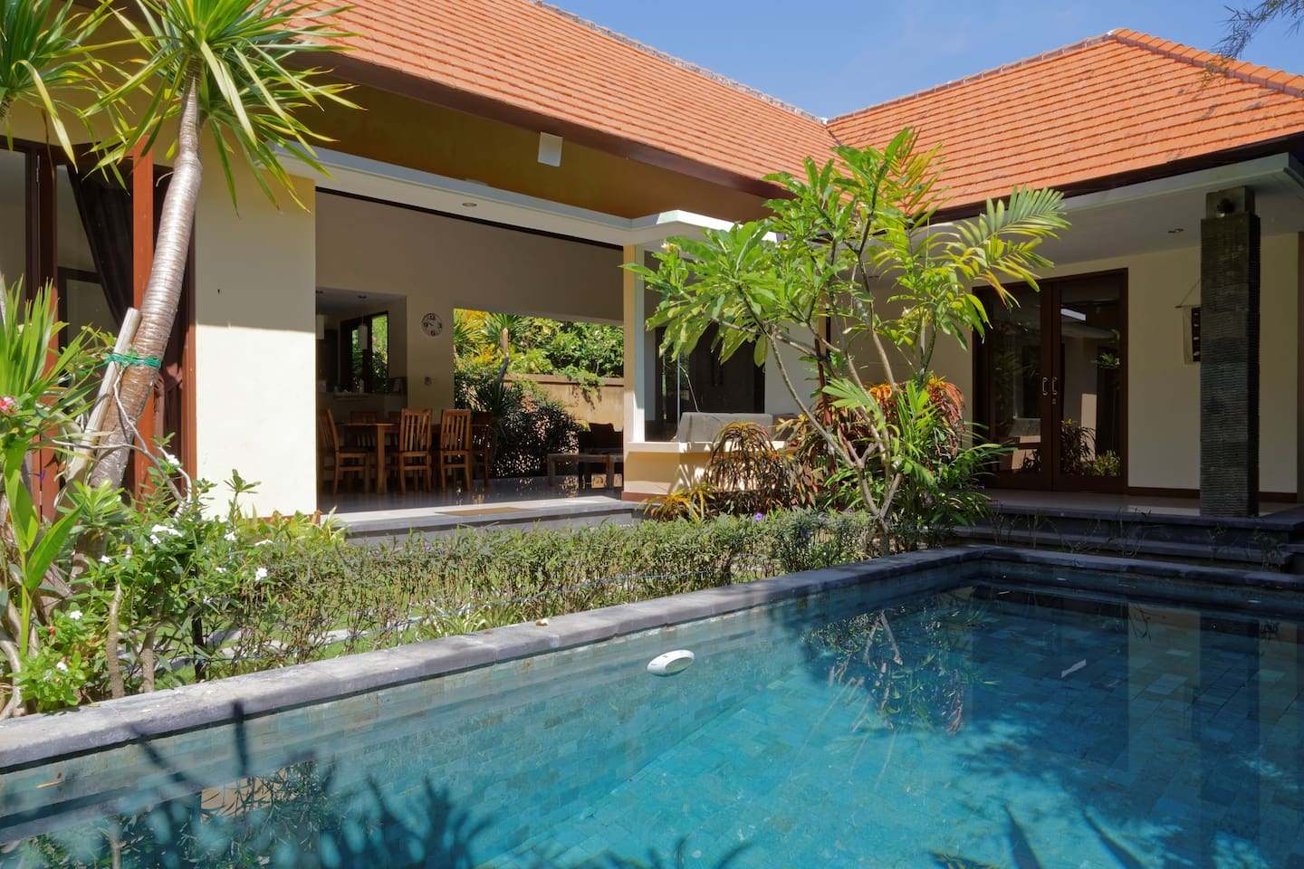 2 bedroom villa with swimming pool
