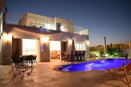 A new luxury villa  with a pool  in central Israel - Sha'ar Efraim