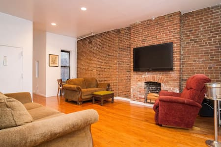 Massive 1BD in the East Village - New York - Apartment