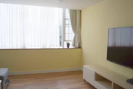 城市中恬靜溫暖的2樓公寓 (1 Double Room) - House