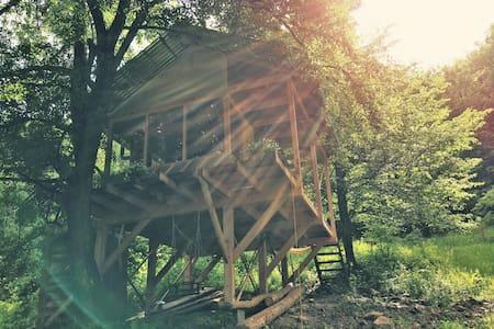 Небольшой дом с панорамным видом на лес и горы - Huis