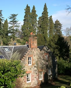 Beech Tree Cottage, Fingask Castle, Rait - Rait