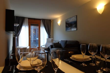 Room type: Entire home/apt Property type: Apartment Accommodates: 5 Bedrooms: 2 Bathrooms: 1