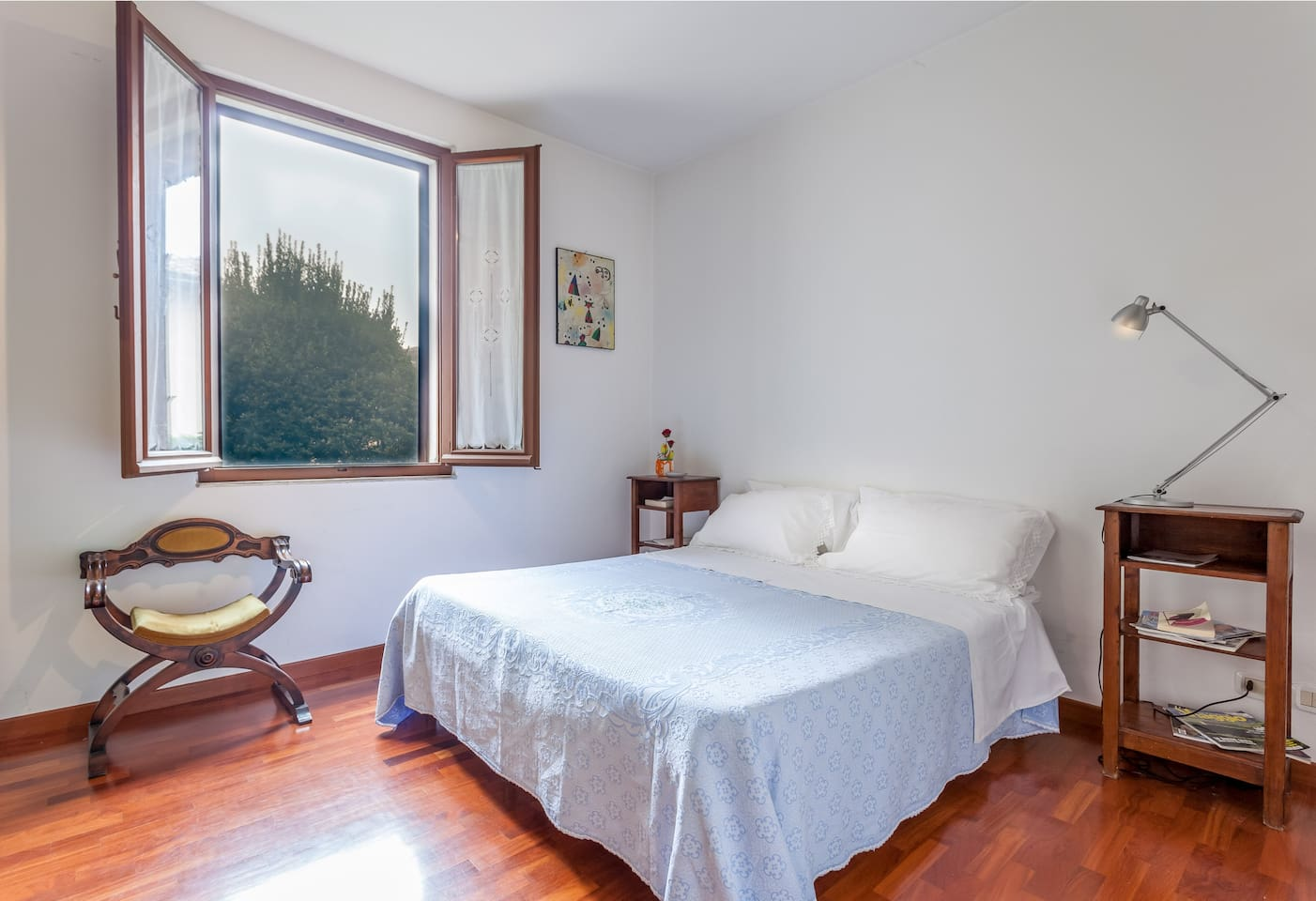 Bedroom with queen size bed or 2 twin beds. Quiet and bright