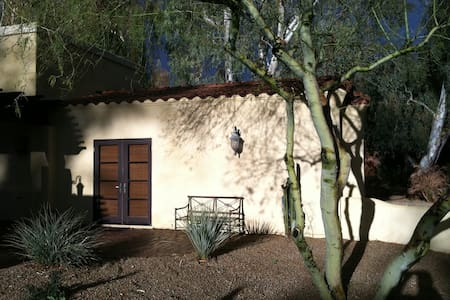 Guesthouse adjacent to private estate home on 1.2 acre golf course lot.  Walking distance to clubhouse with breakfast/lunch and dinner.  Guesthouse features private entrance and patio with garden, kitchenette with refrigerator,Direct TV and garage.