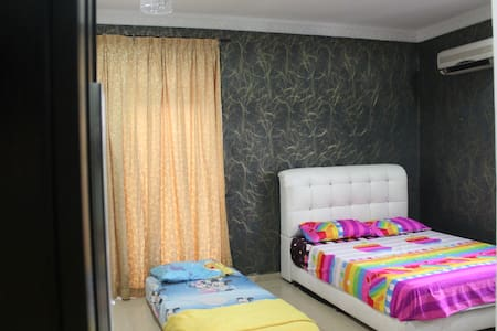 Semi D Bedroom 1 - Ulu Tiram