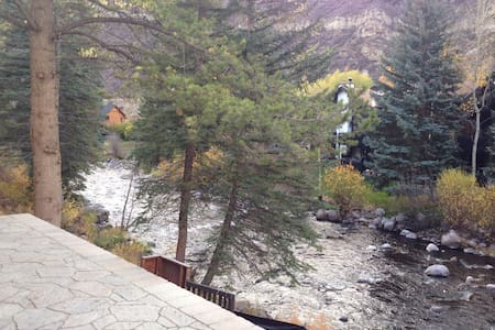 West Vail Riverfront 2bed, hot tub - Apartment